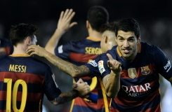 AFP / Cristina Quicler Barcelona's forward Luis Suarez (R) celebrates after scoring a goal during the Spanish league match against Real Betis in Sevilla on April 30, 2016