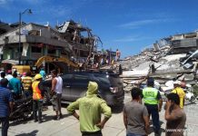 CHONE, April 17, 2016 (Xinhua) -- Residents stand in front of the debris of houses after an earthquake in the city of Chone, Manabi Province, Ecuador, on April 17, 2016. (Xinhua/Jorge Penafiel/EL UNIVERSO)