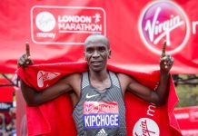 LONDON, April 24, 2016 (Xinhua) -- Men's Elite winner Eliud Kipchoge of Kenya celebrates after the London Marathon 2016 in London, Britain on April 24, 2016. (Xinhua/Richard Washbrooke)