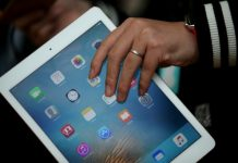 Getty/AFP/File / Justin Sullivan Global sales of tablet computers extended their slide in early 2016 but Apple remained the top seller with a 25.9 percent market share, even though its iPad sales slumped 18.8 percent from a year