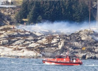 NTB scanpix/AFP / Rune Nielsen Rescue forces at work west of Bergen, Norway, after a helicopter transporting 13 workers from an offshore oil field in the North Sea crashed on April 29, 2016