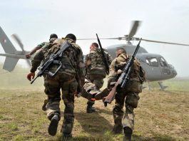 French troops based in Abidjan and a soldier from Ivory Coast's Republican Forces carry a soldier during a military exercise (AFP Photo/Issouf Sanogo)