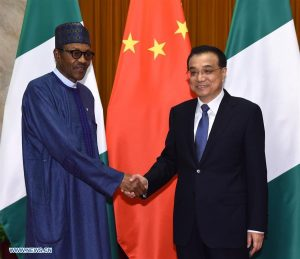 Chinese Premier Li Keqiang (R) meets with Nigerian President Muhammadu Buhari at the Great Hall of the People in Beijing, capital of China, April 13, 2016. (Xinhua/Rao Aimin)