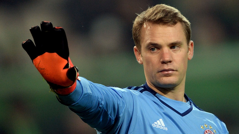manuel neuer pens a 5 year contract with bayern munich. Black Bedroom Furniture Sets. Home Design Ideas