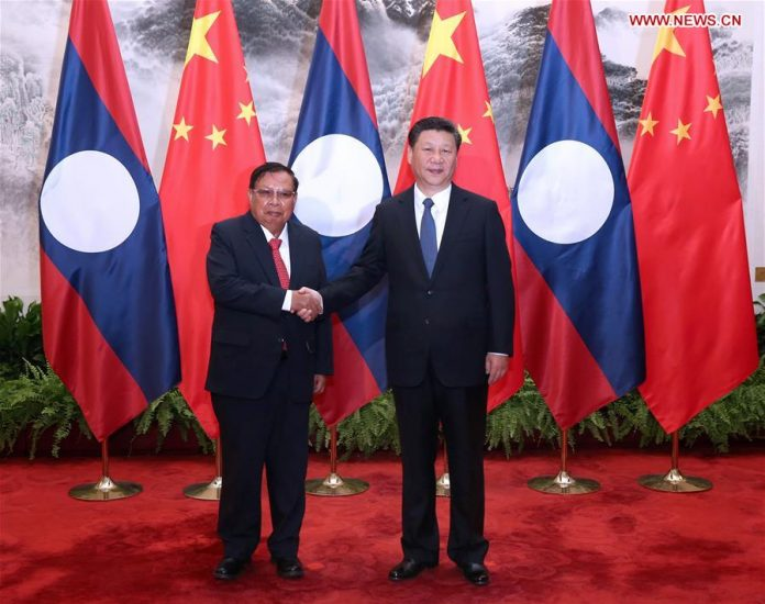 Chinese President Xi Jinping (R) holds talks with Lao President Bounnhang Vorachit in Beijing, capital of China, May 3, 2016. [Xinhua]