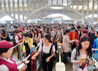SHIJIAZHUANG, May 2, 2016 (Xinhua) -- Passengers check in at the Shijiazhuang Railway Station in Shijiazhuang, capital of north China's Hebei Province, May 2, 2016. Transportation around the country saw a travel peak on Monday, the last day of the three-day May Day holidays. (Xinhua/Mou Yu)