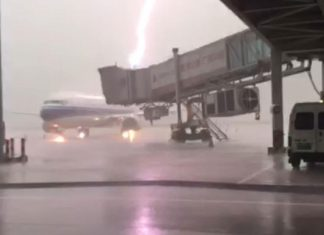A Boeing 737-800 airliner owned by China Southern Airlines is hit by powerful lightning at Chaoshan Airport, Jieyang City, Guangdong Province on May 30.