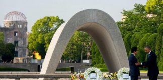 Mr Obama and Mr Abe both laid wreaths at the Peace Memorial Park