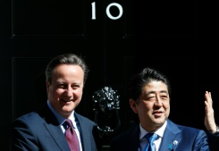 FP / Adrian Dennis British Prime Minister David Cameron (L) greets Japanese Prime Minister Shinzo Abe outside 10 Downing Street in central London on May 5, 2016