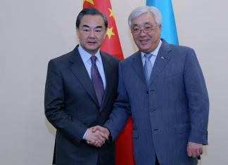 ALMATY, May 21, 2016 (Xinhua) -- Chinese Foreign Minister Wang Yi (L) meets with his Kazakh counterpart Erlan Idrissov in Almaty, Kazakhstan, May 21, 2016. (Xinhua/Zhou Liang)