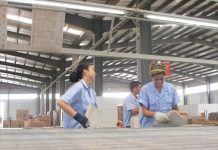 Uzbek employees are working at a ceramic tile factory in the Peng Sheng Industrial Park on June 6, 2014. Photo: Wang Wenwen/GT