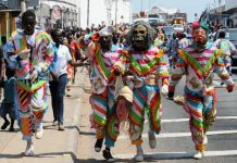 People perform in the opening parade of the three-day Ghana Carnival 2016 in Accra, Ghana, July 1, 2016. The Carnival which started on Friday will hold colourful events including beach party, poetry recitals, live paintings and band display. (Xinhua/Lin Xiaowei)