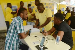 MTN STAFF SUPPORTING CUSTOMERS WITH DATA ACTIVATION AND 4G SETTINGS AT T...