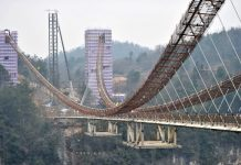 ZHANGJIAJIE, Jan. 27, 2016 (Xinhua) -- Photo taken on Jan. 27, 2016 shows the glass bridge across the Zhangjiajie Grand Canyon under construction in Zhangjiajie, central China's Hunan Province. The bridge is 430 meters long, six meters wide and 300 meters above the valley. It is capable of holding 800 people at once and is expected to be opened to tourists in the first half of this year. (Xinhua/Long Hongtao)