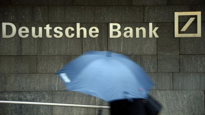 Deutsche promises to fight $13bn U.S. mis-selling fine