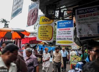 Advertisments for mobile internet services are displayed outside a mobile phone store in Mumbai, India. (CFP)