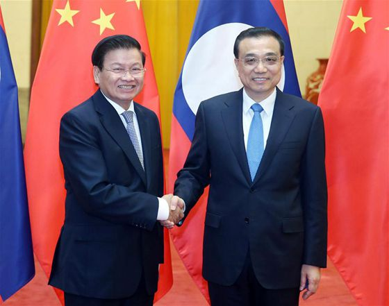 Chinese Premier Li Keqiang (R) holds talks with Lao Prime Minister Thongloun Sisoulith in Beijing, capital of China, Nov. 28, 2016. [Photo/Xinhua]