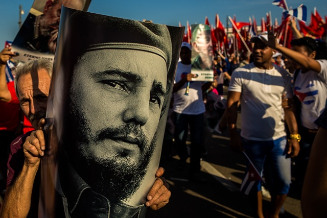 Cubans and foreign guests parade in Revolutionary Square in Havana, Cuba, on May 1, 2016. (Xinhua/Liu Bin) (zw)