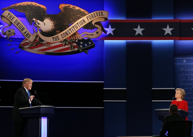 Democrat Hillary Clinton (R) and Republican Donald Trump attend their first presidential debate in Hempstead of New York, the United States, Sept. 26, 2016. (Xinhua/Qin Lang) (zw)
