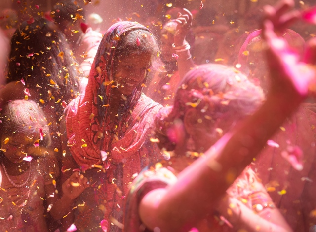 Participants are seen during a pre-celebration of Holi festival held in Vrindavan, northern India, March 21, 2016. (Xinhua/Bi Xiaoyang) (zw
