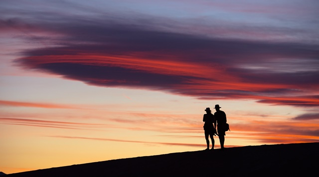 A couple are seen at Death Valley National Park in the United States on April 21, 2016. (Xinhua/Yang Lei) (zw)