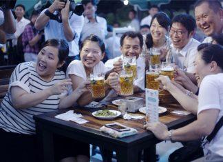 People drink beer during the Pyongyang Taedonggang Beer Festival in Pyongyang, capital of the Democratic People's Republic of Korea (DPRK), Aug. 12, 2016. (Xinhua/Lu Rui) (zw)