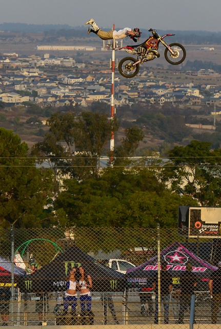 A motorcyclist demonstrates a stunt during the opening of the first South Africa Bike Festival at Kyalami, north of Johannesburg, South Africa, May 27, 2016. (Xinhua/Zhai Jianlan) (zw)