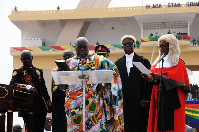 Ghana's new president Nana Addo Dankwa Akufo-Addo (Front) takes the oath of office during the swearing-in ceremony in Accra, capital of Ghana, on Jan. 7, 2017. Ghana's new president Nana Addo Dankwa Akufo-Addo took the oath of office on Saturday. (Xinhua/Shi Song)