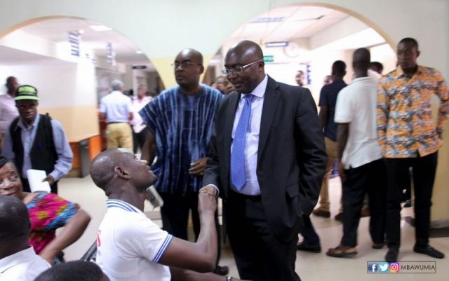 Dr. Bawumia interacting with Ghanaians seeking to register their businesses.