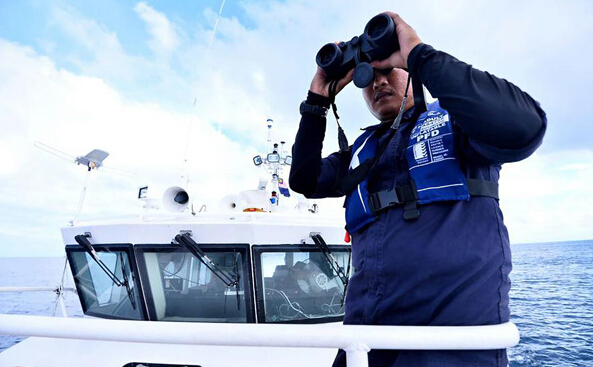 A Malaysian maritime rescuer searches for the missing Chinese tourists on Tuesday, Jan. 31, 2017, after a boat accident off the Sabah state on North Borneo on Saturday. [Photo: Xinhua]A Malaysian maritime rescuer searches for the missing Chinese tourists on Tuesday, Jan. 31, 2017, after a boat accident off the Sabah state on North Borneo on Saturday. [Photo: Xinhua]