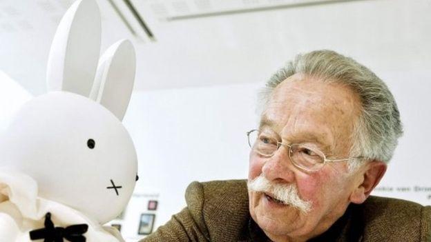 Dick Bruna standing beside a Miffy character in Utrecht. (31 march 2011)