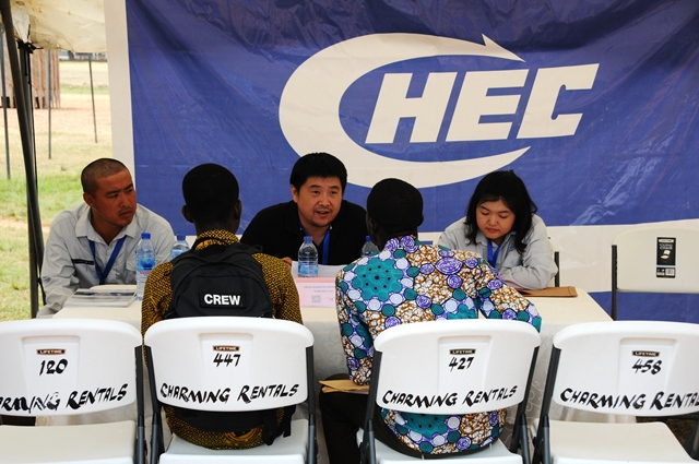 Job seekers communicate with the staff of China Harbour Engineering Company (CHEC) at the job fair in Accra, Ghana, March 18, 2017. Ghanaian graduates and students flocked to the premises of the University of Ghana on Saturday to take part in the 2017 campus recruitment fair organized by the Confucius Institute. The purpose of the campus recruitment was to connect Chinese enterprises with Ghanaian students. (Xinhua/Shi Song)