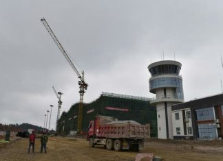 Terminals of Maotao airport, an airport located in Yaoba village, Maotai county to serve the county-level city of Renhuai under the administration of the prefecture-level city of Zunyi in Guizhou Province, is under construction on January 18. With a total investment of 1.573 billion yuan, the new branch airport can accommodate Boeing 737 series, A320 and other models. (Photo by People's Daily Online)