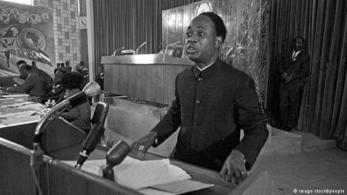 Kwame Nkrumah speaking at podium