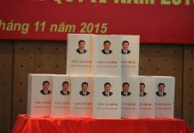 Photo taken on Nov. 4, 2015 shows the Vietnamese version of Chinese President Xi Jinping's book on governance, which is released in Vietnam's capital Hanoi. (Xinhua/Le Yanna)