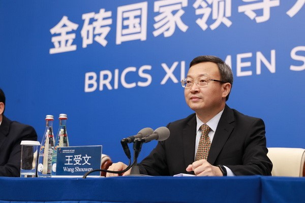 Wang Shouwen, vice commerce minister, briefs media on trade and investment cooperation of BRICS countries in southeast China's Xiamen. (Chen Lidan/People's Daily Online)