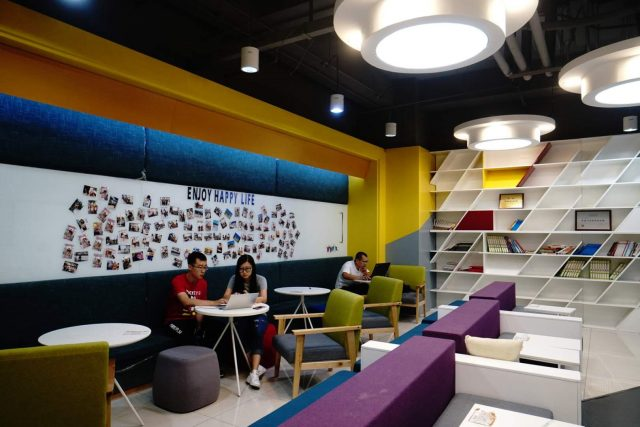 Beijing's Zhongguancun Science Park has become a maker incubator, attracting nearly 2,000 startups in recent three years. (Photo by He Yong from People's Daily)
