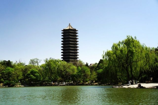 The Weiming Lake and Boya Tower of Peking University. (Photo from People's Daily Online)