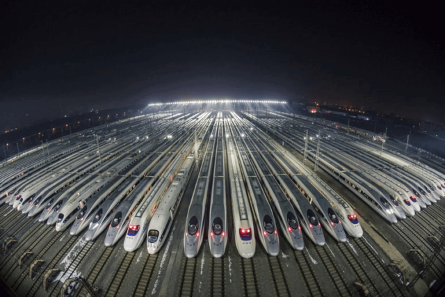 Bullet trains ready to set off in Wuhan, central China's Hubei province. (Photo from People's Daily Online)