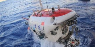 Chinese submersible Jiaolong descends to a depth of 7,062 meters, creating a world record, June 27, 2012. (Photo by Chen Yu from the Science and Technology Daily)