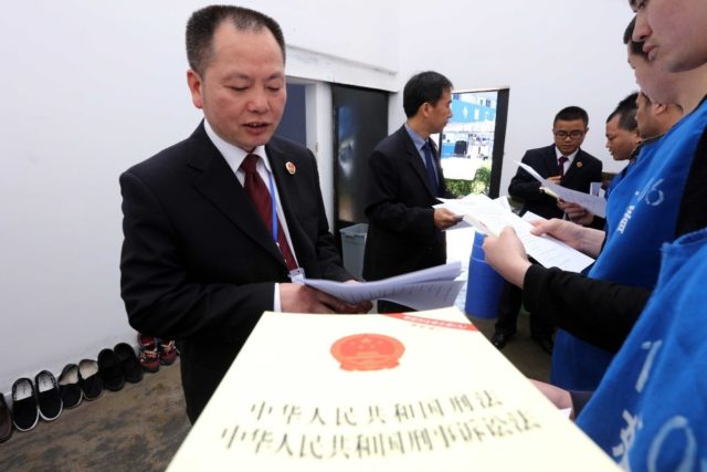 A working group from Dongxiang District of Fuzhou, eastern China's Jiangxi province, visit a prison for law education and a questionnaire on legitimate rights, April 14, 2017. (Photo from CFP)