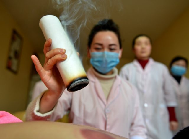 Hu Mingming from Xiayi County, central China's Henan province, is doing moxibustion therapy for customers with her team, March 7, 2018. Though losing her sight, Hu has become a model entrepreneur by practising massage and moxibustion. (Photo from CFP)