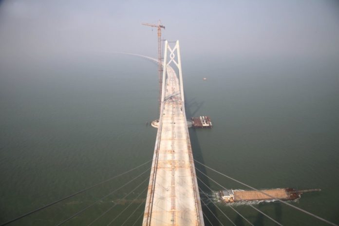 Decks of the Hong Kong-Zhuhai-Macao Bridge were linked together on September 27, 2016, indicating the main construction of the bridge entered into the final phase. Connecting Hong Kong with Macao and Zhuhai, the world's largest sea-crossing span consists of a series of bridges and one undersea tunnel, as well as 3 artificial islands. (Photo by Ji Shunli from People's Daily Online)