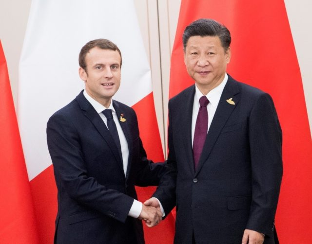 Chinese President Xi Jinping (R) meets with his French counterpart Emmanuel Macron in Hamburg, Germany, July 8, 2017. (Xinhua/Li Xueren)