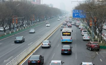 A new energy bus runs on a road in Beijing, March 3, 2018. (Photo from CFP)
