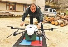 A postman tests the drone before it takes off. (Photo from www.cztv.com)
