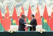 Chinese State Councilor and Foreign Minister Wang Yi and Burkina Faso's Foreign Minister Alpha Barry sign a joint communique to resume diplomatic relations between China and Burkina Faso, in Beijing, capital of China, May 26, 2018. (Xinhua/Wang Ye)