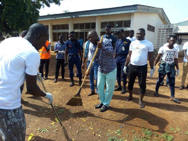 Photo of Alhaji Aliu Farouk Aliu Mahama and friends sweeping the Yendi Municipal Hospital