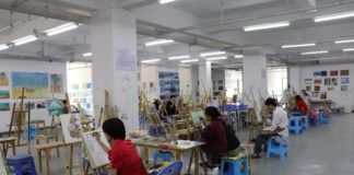 Students practice drawing in the education center/ Photo by Liu Lingling