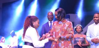 Wife of VP Mrs. Osinbajo presenting the award to Ibidunni Ighodalo